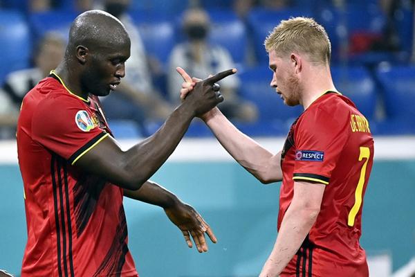 De Bruyne thất vọng Lukaku trở lại Chelsea