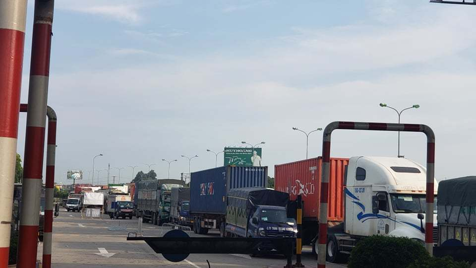 Bố trí chốt kiểm dịch thành nhiều điểm, tạo điều kiện để xe chở hàng hoá lưu thông