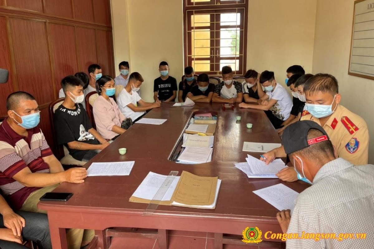 Nhóm thanh thiếu niên ở Lạng Sơn đua xe, bốc đầu rồi khoe lên mạng