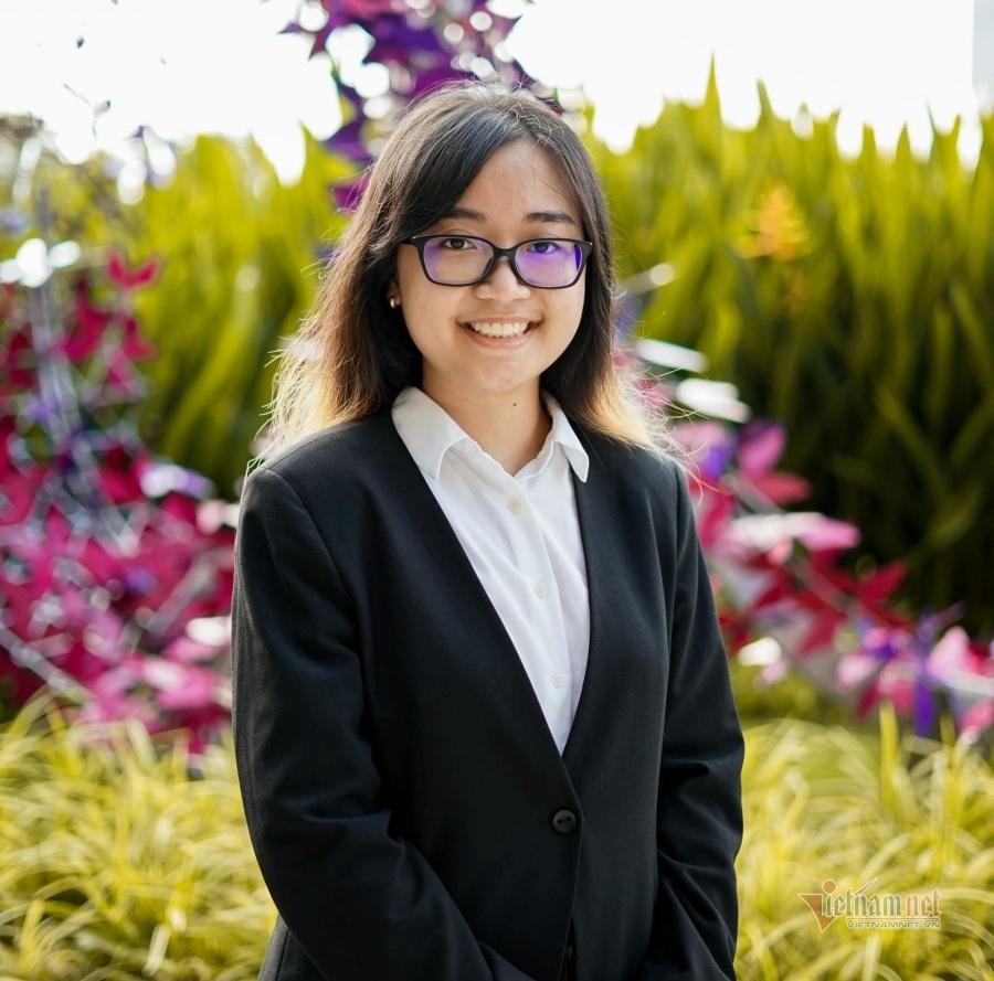 Nữ sinh được khắc tên lên 'bảng vàng' ở trường phổ thông Singapore