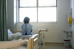 Trở về sau 1 tháng nằm viện, câu nói của chồng khiến tôi chết lặng