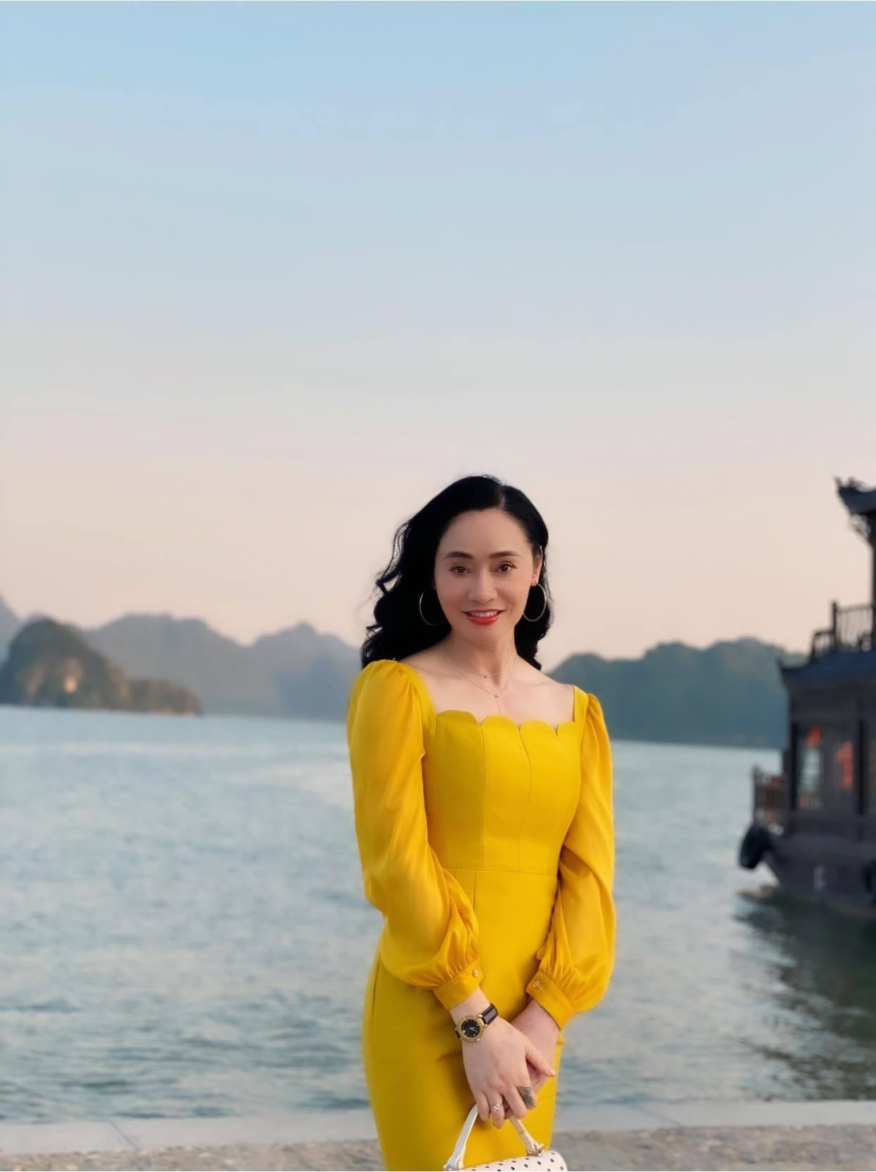 Bà Xuân 'Hương vị tình thân' trẻ đẹp ở tuổi 44