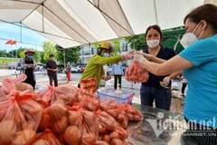 Nghìn suất quà đến tay người dân chịu ảnh hưởng bởi dịch Covid-19 ở Hà Nội