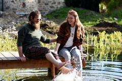 Cặp đôi bỏ việc ở Dubai đến Scotland mua lâu đài làm khách sạn