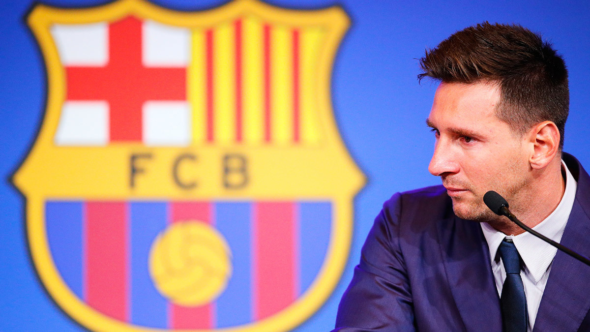 Messi khóc nức nở họp báo chia tay Barca, không nghĩ phải rời Nou Camp