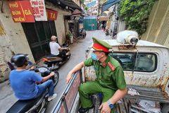 Quy định mới nhất, các loại giấy tờ người ra đường ở Hà Nội cần mang