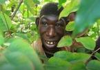 Chàng trai khuyết tật chỉ thích sống trong rừng ở Rwanda