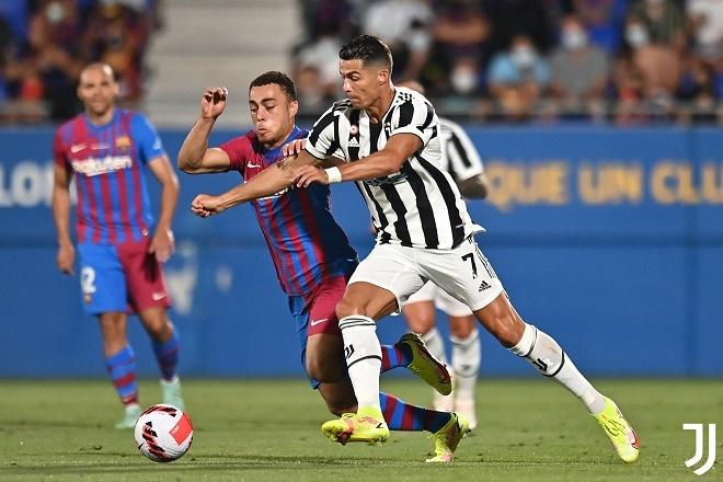 Ronaldo mờ nhạt, Juventus thua tan nát trước Barca
