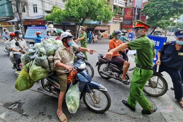 Ngày đầu Hà Nội siết lý do ra đường, ùn xe cục bộ đầu giờ sáng