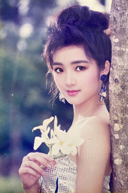 Hoa hậu Giáng My khoe loạt ảnh thời đỉnh cao nhan sắc