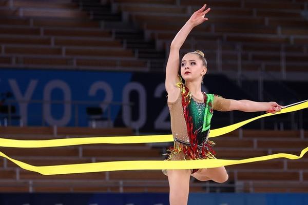 Thẫn thờ trước vẻ đẹp của nữ VĐV thể dục nhịp điệu ở Olympic Tokyo