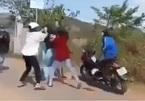 Nữ sinh lớp 10 đánh nhau bằng gậy gộc ở Quảng Nam