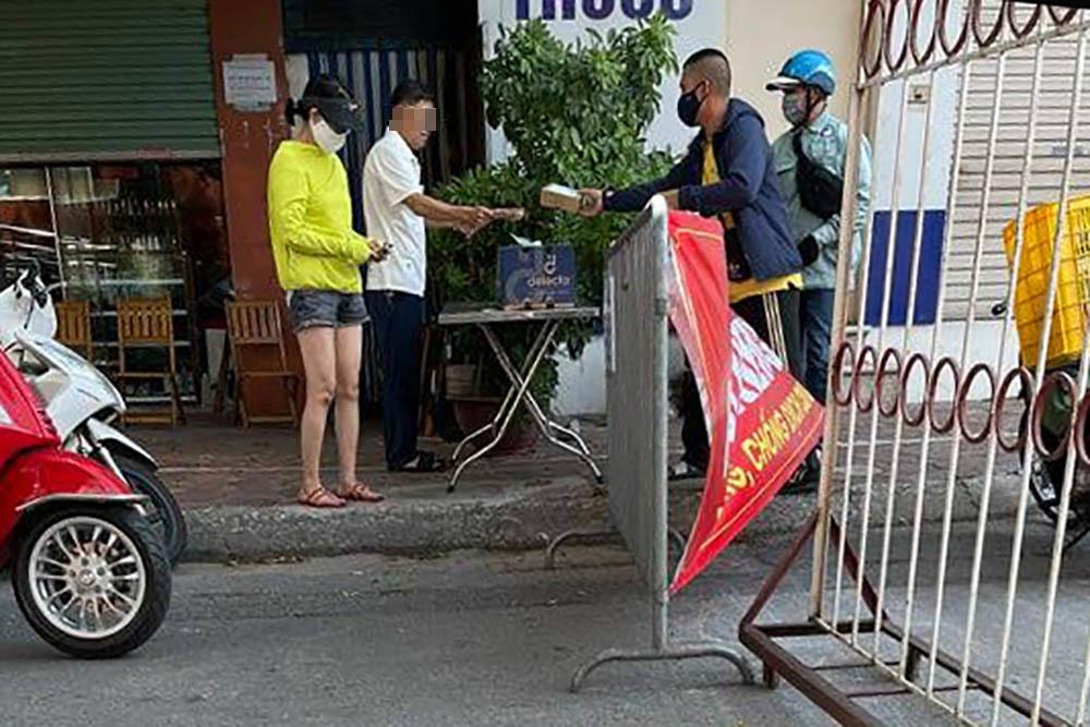 Chủ tịch phạt Bí thư phường ở Hà Nội vì ra đường không đeo khẩu trang
