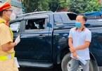 Xe luồng xanh 'giấu' 4 người chưa XN Covid-19 ở ghế sau để đưa vào Hà Nội