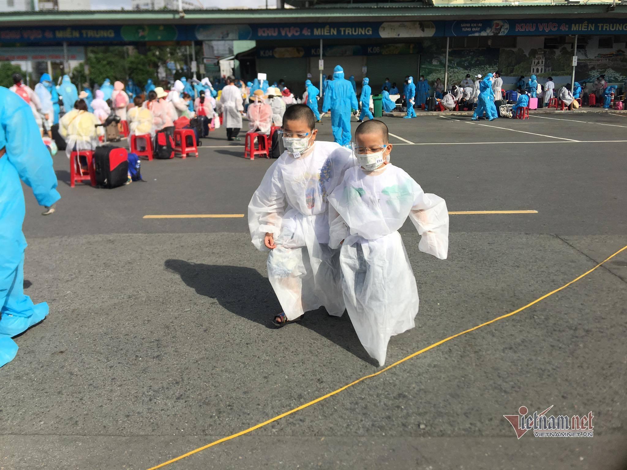 Phú Yên, Đắk Lắk tổ chức 'chuyến xe 0 đồng' đưa nghìn người rời TP.HCM về quê