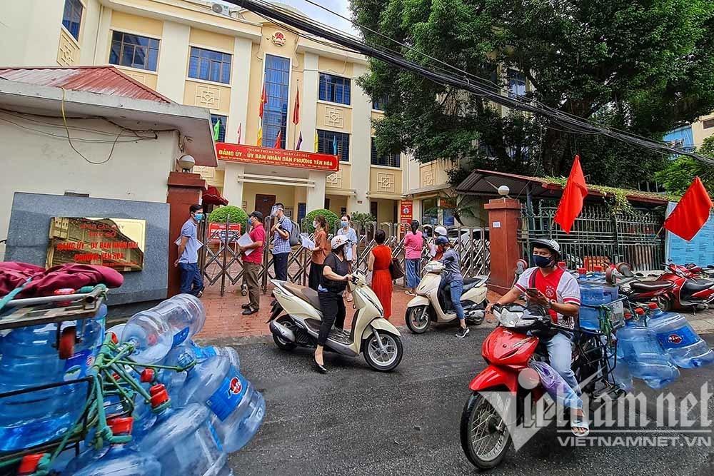 Hà Nội đổi quy định 'xác nhận ra đường', phường nhận hồ sơ trực tuyến