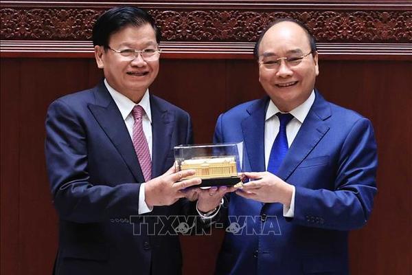 Chủ tịch nước Nguyễn Xuân Phúc dự Lễ trao tặng công trình Nhà Quốc hội Lào