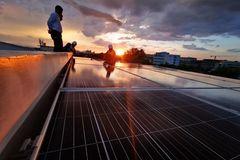 Việt Nam: Năm 2020 chứng kiến sự bứt phá của điện mặt trời mái nhà