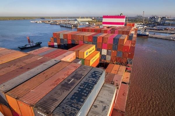 Tin từ TP.HCM: Cảng vẫn thông hàng, thêm chợ hoạt động lại