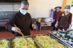 """Kêu gọi Tăng Ni, Phật tử tiếp tục lan tỏa phong trào """"Bữa cơm yêu thương"""" trong vùng tâm dịch"""