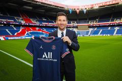 Messi chính thức ký hợp đồng lịch sử với PSG