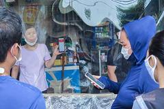 Quầy tạp hóa lạ nhất vùng ven Hà Nội, khách chuyển khoản, nhận hàng qua ô trống