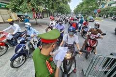 Chi 12 triệu đồng mua giấy đi đường tại tiệm cầm đồ ở Hà Nội