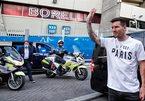 Fan PSG hò hét, chờ 5 tiếng chào đón Messi