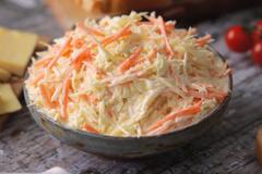 Món salad bắp cải và cà rốt chống ngán
