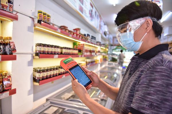 Chợ mạng sôi động phục vụ khách mua online khi giãn cách xã hội