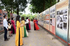 Trưng bày hơn 300 bức ảnh nhân kỷ niệm 131 năm Ngày sinh Chủ tịch Hồ Chí Minh