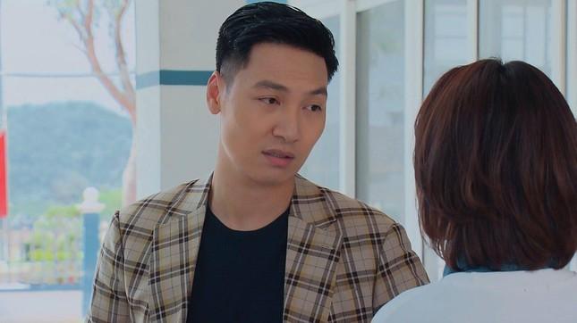 Những 'hạt sạn' to đùng ở phim 'Hương vị tình thân' gây khó hiểu