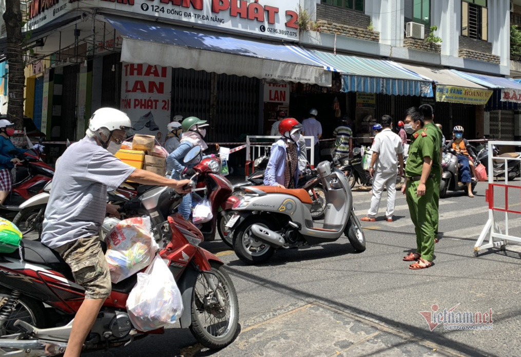 Nghe tin không ra khỏi nhà 7 ngày, dân Đà Nẵng kéo nhau đi mua thực phẩm