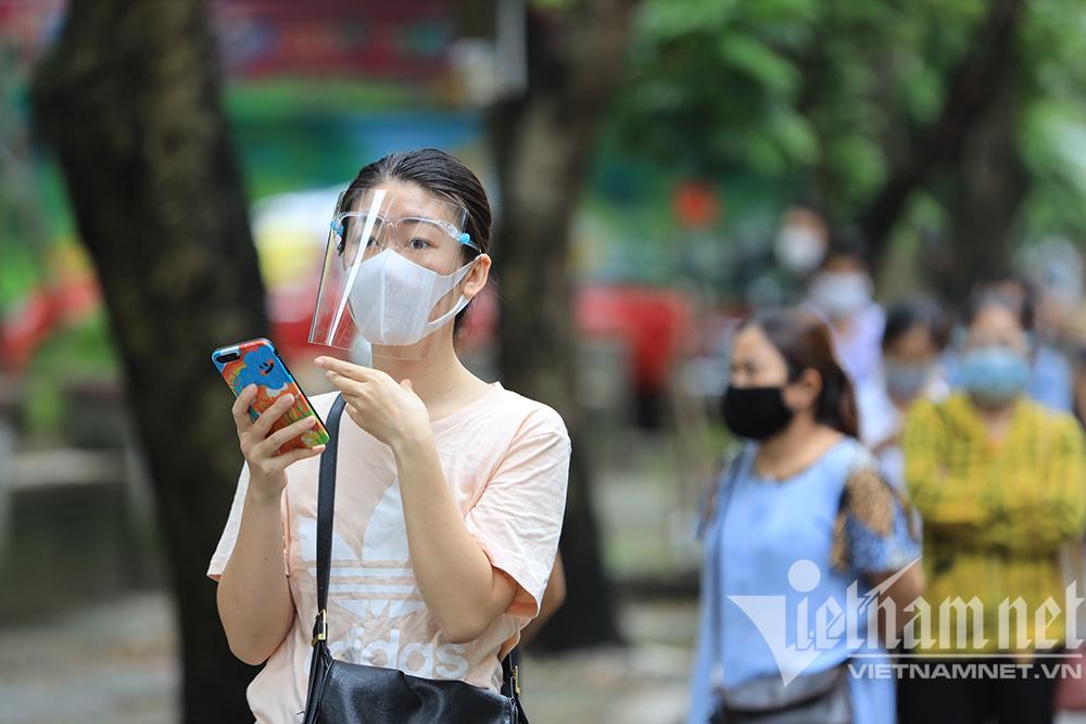 Hình ảnh chiến dịch xét nghiệm tách F0 trong cộng đồng ở Hà Nội