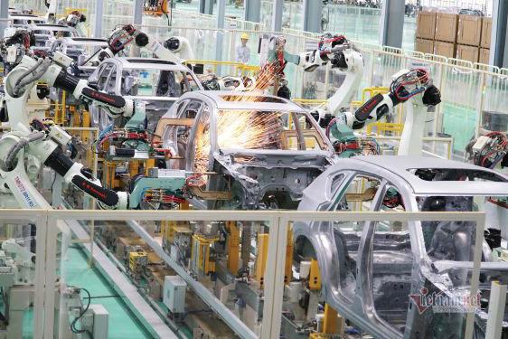Ảnh hưởng bởi dịch bệnh, sản xuất ô tô gặp khó