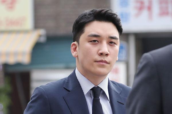 Seungri bị kết án 3 năm tù giam, phạt tiền hơn 22 tỷ đồng