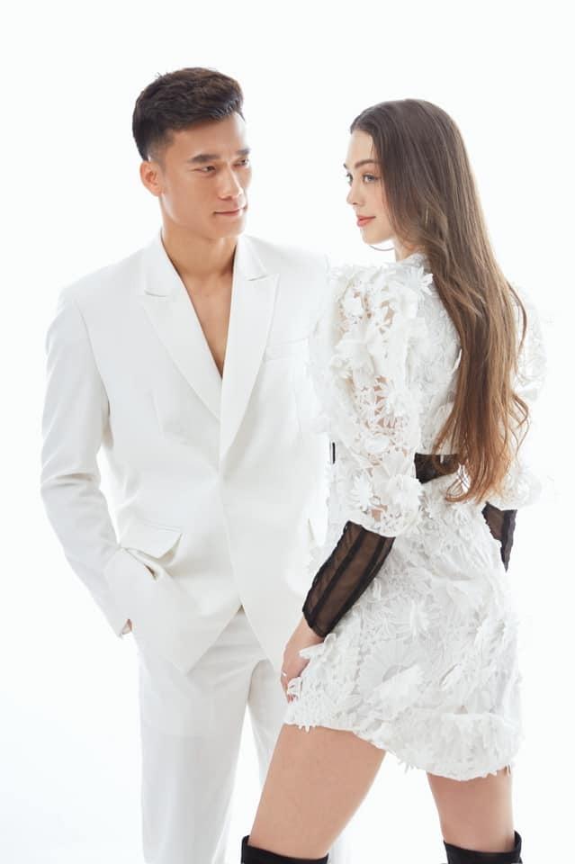 Vẻ nóng bỏng của người mẫu là bạn gái thủ môn Bùi Tiến Dũng