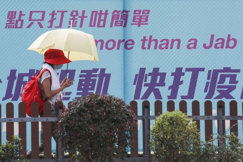 Y tá Hong Kong bị đuổi việc vì tiêm liền 2 mũi vắc xin cho một người