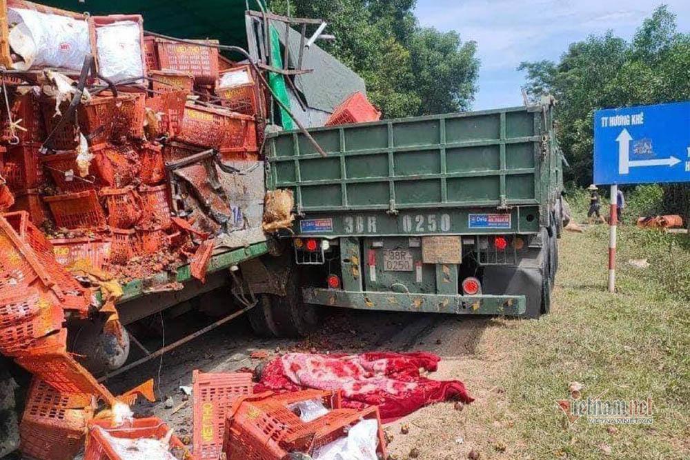 Xe tải chở hoa quả đối đầu container, một tài xế tử vong