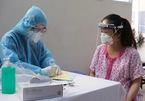 Bệnh viện lên tiếng việc thai phụ và người nhà xếp hàng dài chờ tiêm vắc xin