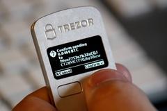 Một gia đình bán hết gia sản mua Bitcoin, giấu ví ở 4 châu lục