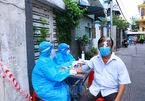 TP.HCM tiêm vắc xin Covid-19 tại nhà cho dân 'vùng đỏ, vùng cam'