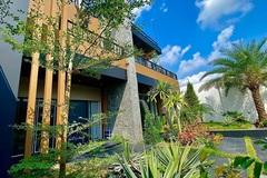Khám phá ngôi nhà xây trên diện tích đất 900m2, đủ phòng gym, bể bơi