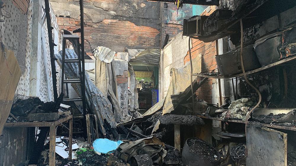 Giám đốc Công an trực tiếp chỉ đạo giải cứu 5 người mắc kẹt trong đám cháy