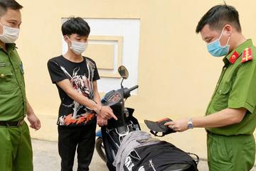 Khởi tố 2 thanh niên dàn cảnh mua điện thoại để cướp tài sản ở Phú Thọ