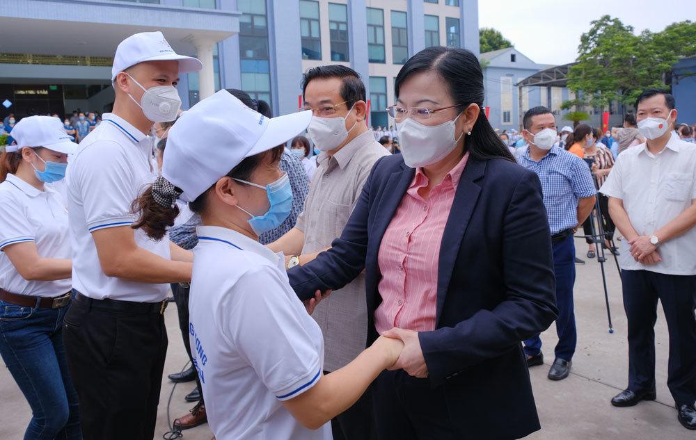 Huy động gấp nhân lực y tế 40 tỉnh, thành hỗ trợ TP.HCM và các tỉnh phía Nam