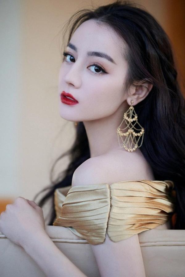Mỹ nữ Hoa ngữ Địch Lệ Nhiệt Ba gây sốt với 'Em là niềm kiêu hãnh'