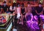 """16 nam nữ """"bay lắc"""" trong quán karaoke giữa dịch Covid-19 ở Hà Nội"""