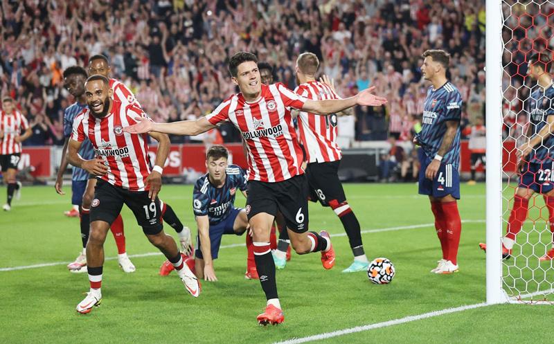 Arsenal thua sốc đối thủ mới lên hạng