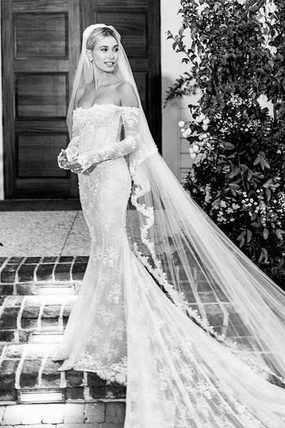 Váy cưới của Meghan Markle đẹp nhất thập kỷ
